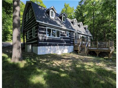QUEBEC STYLE LOG CABIN SITTING ON ESCARPMENT WITH SPECTACULAR VIEWS OF CHRISTIAN ISLAND