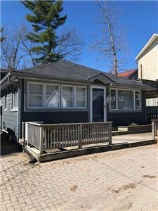 SPACIOUS COTTAGE JUST STEPS FROM GRAND BEND STRIP, BEACH & ACTIVITIES