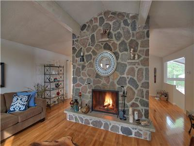Woodside Cottage... Luxury In Southcott Pines, Grand Bend!