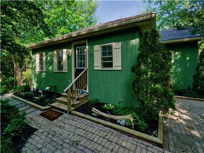 Fiddler's Green Cottage in Bayfield: Close to beach and town center!