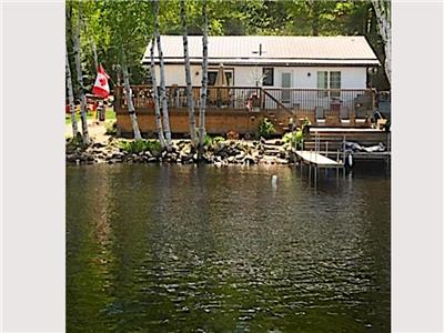 Crowe River Waters Edge Cottage - 2 hours from the GTA