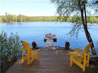 A very private 3 bedroom cottage with screened room on gorgeous Little Kennisis Lake