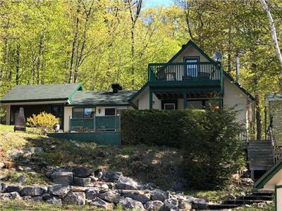 Beautiful Waterfront Cottage for Sale on Dam Lake!