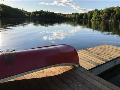 HOM mini chalets - Le Huard - Private spa - Water Front McGregor Lake - Near Gatineau Ottawa