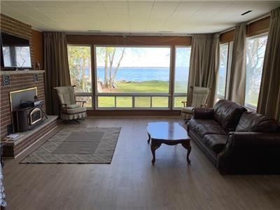 Lake Simcoe Waterfront Cottage, 45 minutes from Toronto