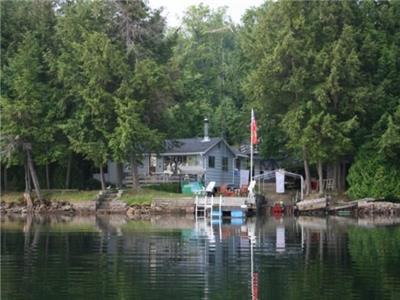 A water's edge cottage with bunkie on prestigious Kennisis Lake