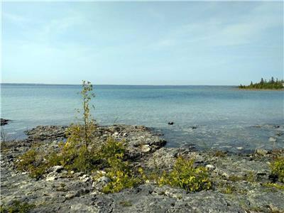 Buttercup Cottage Rental. Lake Huron Waterfront Cottage near Tobermory. Sleeps 6