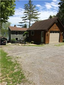 Beautiful Lakeside 3 Bedroom Cottage on White Lake in the Kawarthas