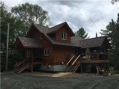 Flagstone Lodge, Lk. Kashagawigamog Brand new Rental