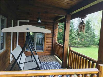 Cozy & Spacious Waterview Log Cabin