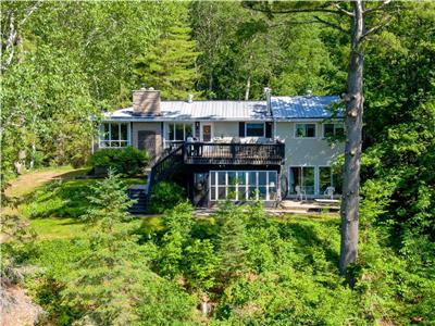 4 Season Lakefront Country Home (3000+ sq.ft.)  Very Private. Ladysmith PQ Spectacular Peninsula Lot