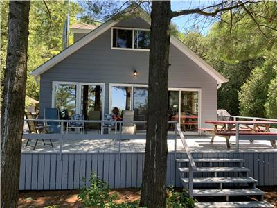 RED DOOR LAKEFRONT RETREAT - Now Accepting Holiday and Winter Bookings