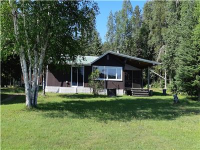 OFF GRID TRANQUIL LAKEFRONT COTTAGE 4 SEASON COTTAGE WITH GARAGE & LOFT APARTMENT (PRIVATE LAND)