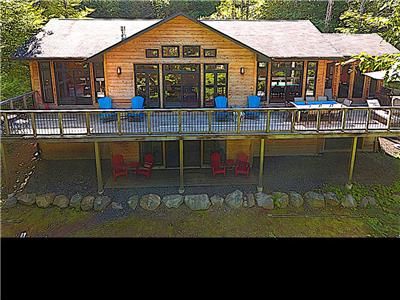 Drag Lake Highland House in the Haliburton Highlands. 15 minutes to Haliburton Village