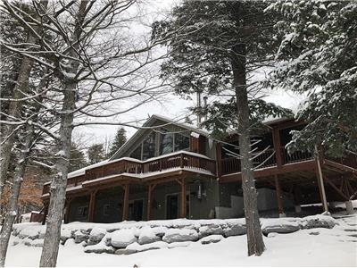 Newly Listed, Big + Small Groups Welcome -Hot tub, Fire Features, Yoga Studio, Skating Rink, Privacy