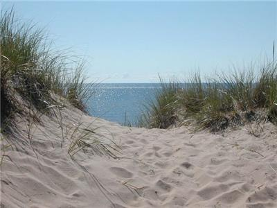 The Sands Cottage - a short walk to a pristine white sand beach!
