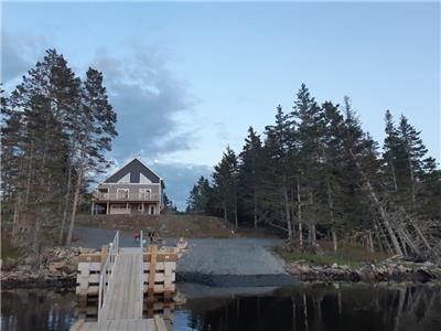 Liscomb Harbour Oceanfront Cottage
