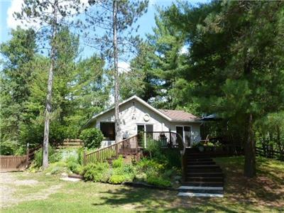 (457) Lake St.Peter! Breezy Pines, Guest house and Wifi here