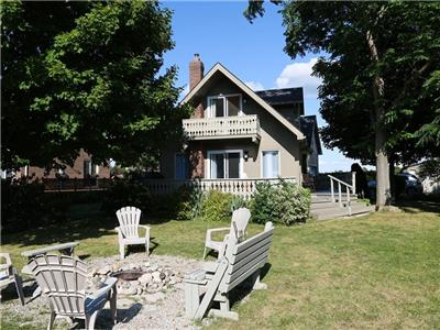 Vista Beach Lake Escape - Family Cottage on Lake Huron between Bayfield & Grand Bend - Sleeps 16
