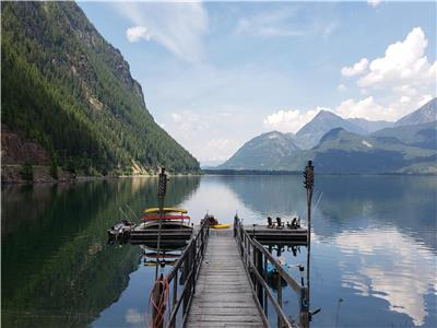 Pristine Waterfront Log home in peaceful Kaslo/Lardeau, BC with million dollar View