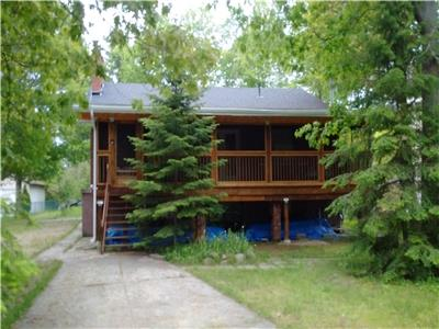 Beautiful 3 BEDROOM COUNTRY HOME in TINY BEACHES NEAR LAKE