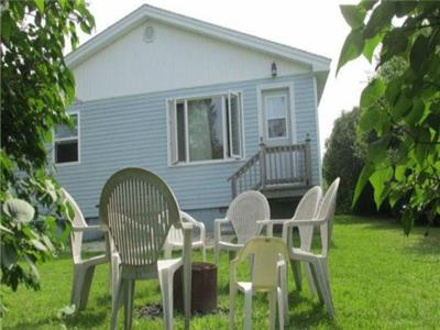 Lovely 3 bedroom Blue Jay Chalet located between the Pointe-du-Chene Wharf and Parlee Beach!