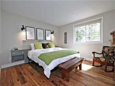 Circle House cottage in Niagara-on-the-Lake, walk to old town, beach and sunsets. 25 mins to Falls
