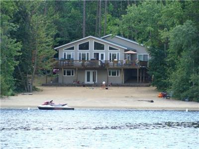 Cottage w Private sand beach on ATV & FCMQ trail on the Ottawa River