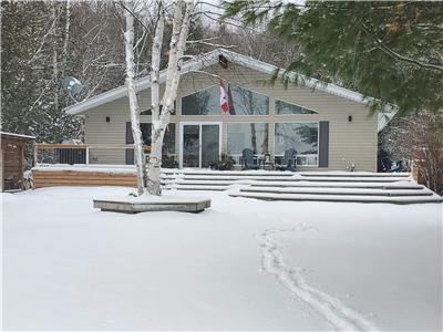 Red Fox Lakehouse - 4-Season on Beautiful Haliburton Lake