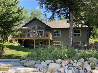 Year Round Executive Lake Front Cottage - SEE WHATS NEW FOR 2021
