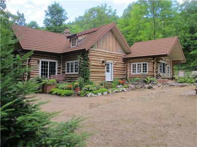 Lalonde 3000 square ft Log Cabin, Lac Ste-Marie, Close to Ski Hill