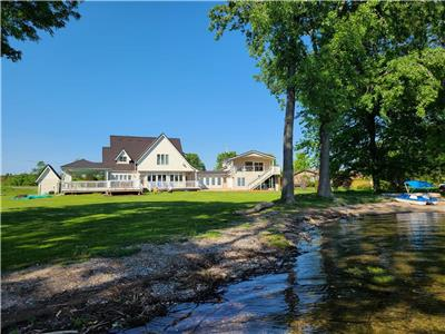 Prince Edward County - Bay Dreaming Lake House - Heated pool, hot tub, private beach and lakefront