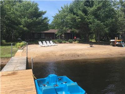 runwayfromthecity Muskoka Family Cottage - flat lot with beautiful beach!