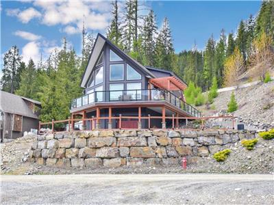 Year-Round Lakeview Completely Turnkey Package Beautifully Developed Walkout Cottage