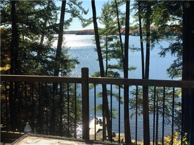 Birds View, cosy cottage on beautiful Three Mile Lake