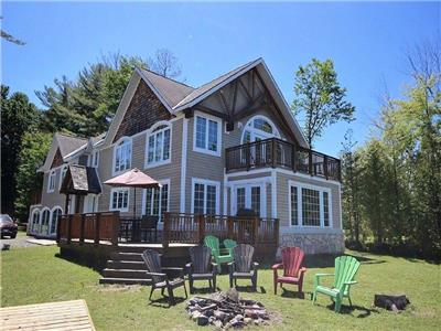 Red Rock - A beautiful cottage is situated on the western shore of Lake Muskoka